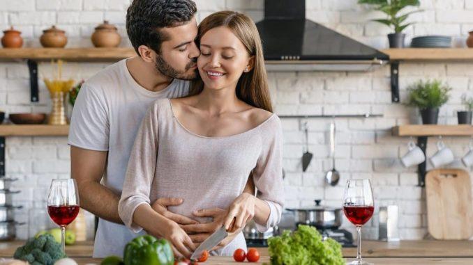 Paar hat sich im Supermarkt verliebt