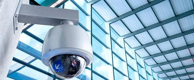 Überwachungskameras gegen Diebstahl im Supermarkt